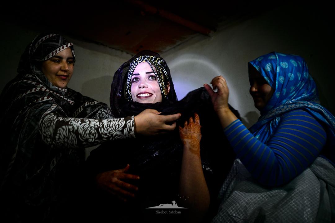 vistiendo a novia saharaui