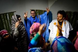 novio saharaui contento