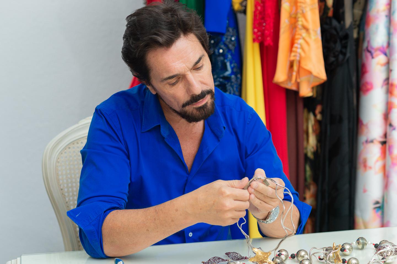 Gustavo Marinaro trabajando una pieza